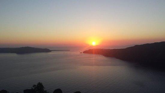 Rocabella Santorini Resort & Spa: Sunset over Oia