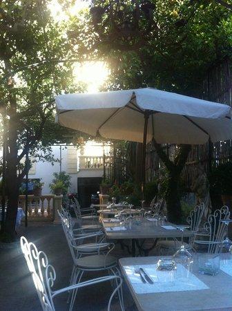 La Zagara Bianca: outdoor dining area