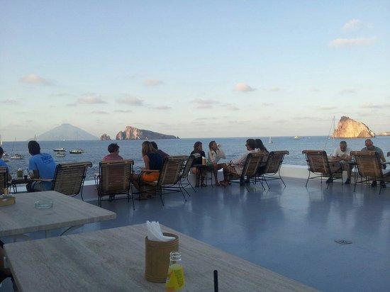 Le isole dalla terrazza - Picture of Raya Restaurant Bio, Panarea ...