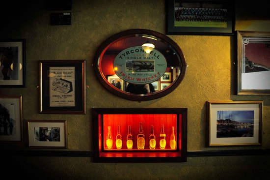 Wall decor picture of an pucan bar restaurant galway