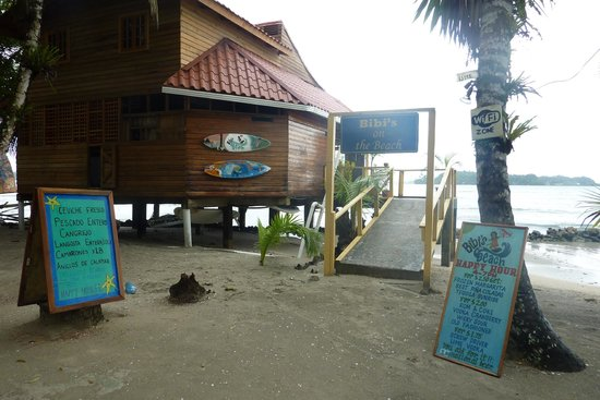 Buccaneer Resort: Bibi's on the Beach