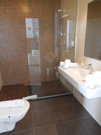 Boban Luxury Suites: Bathroom