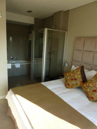 Genesis All-Suite Hotel : weird bathroom in the bedroom