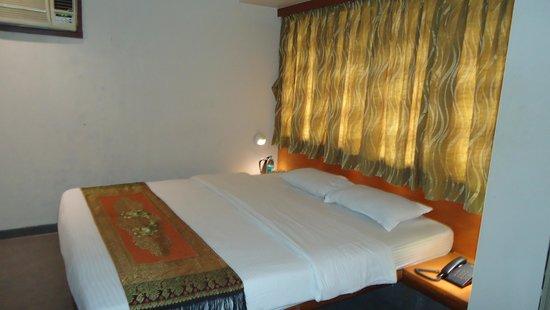 Hotel Jayshree: DELUXE ROOM