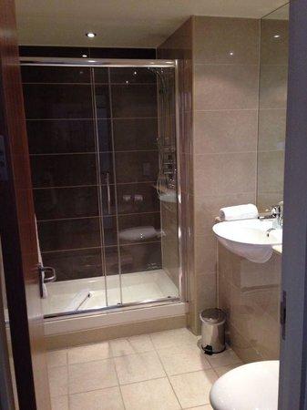 Mercure Bristol Holland House Hotel & Spa: Bathroom