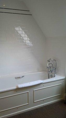 Bovey Castle Hotel: Bathroom in room 55