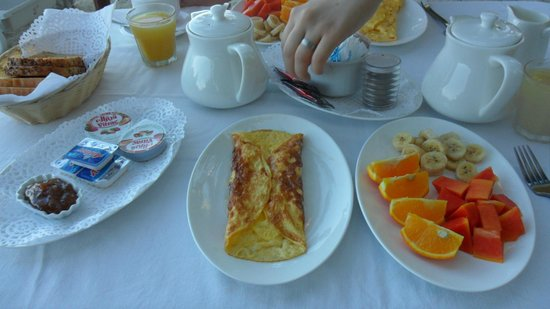 Ocean Jewels Resort: Frühstück am Strand