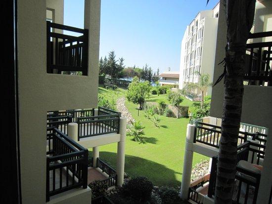 SENTIDO Perissia : Hôtel côté jardin arrière