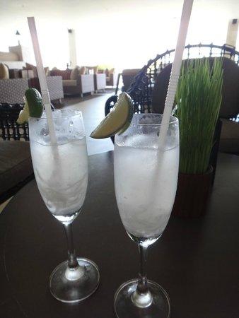 Samabe Bali Suites & Villas: 迎賓飲料~新鮮椰子汁