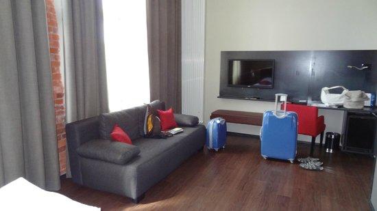 Hotel Volksschule: ausgiebig Platz im Zimmer