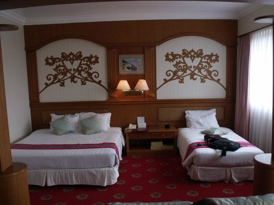 Central Hotel Yangon : Bed for 3