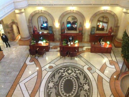 Sheraton Pretoria Hotel: Atrium and check in desks