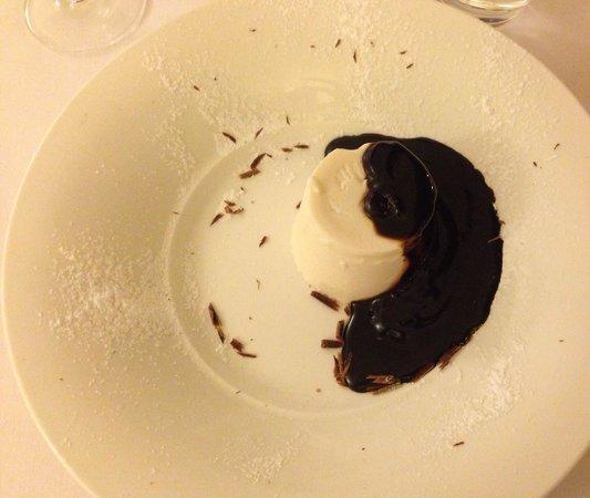 Hotel Tre Re: Panna cotta con cioccolato