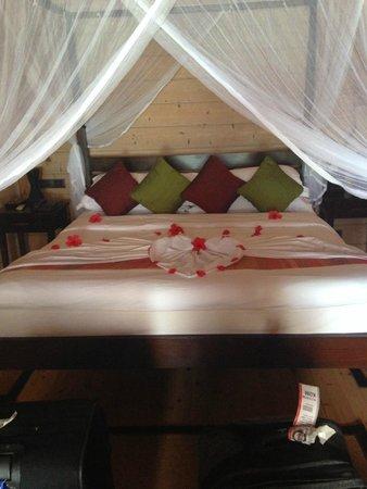 Komandoo Maldives Island Resort: Honeymoon Bett