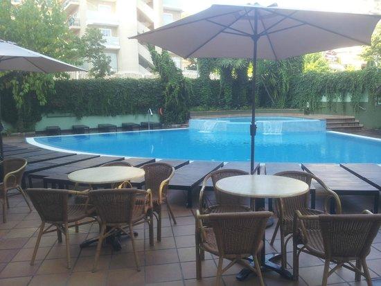 Hotel Acapulco Lloret de Mar: Vista della piscina