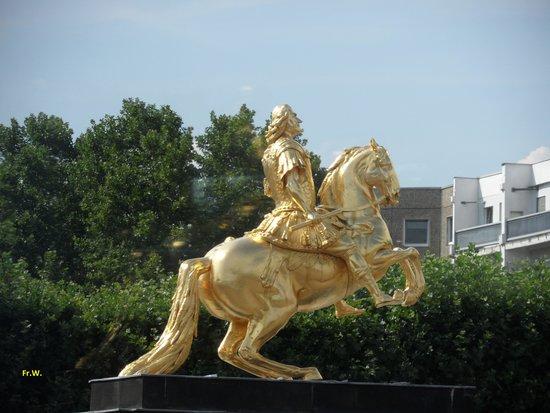 Goldener Reiter: De Goldene Reiter .