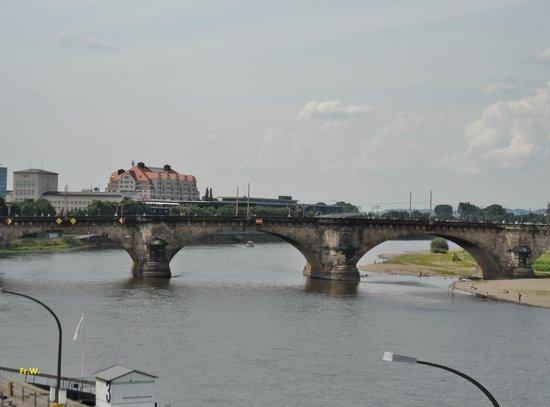 Goldener Reiter: Brug over de rivier de Elbe .