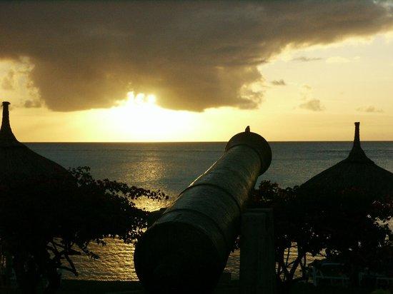 Canonnier Beachcomber Golf Resort & Spa : Coucher de soleil sur l'océan indien