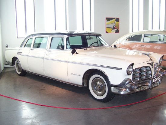 Automobile and Fashion Museum : Chrysler Imperial