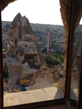 Arif Cave Hotel: Vue de Göreme de la fenetre notre chambre!