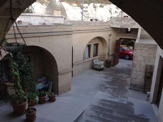 Arif Cave Hotel: cour intérieure