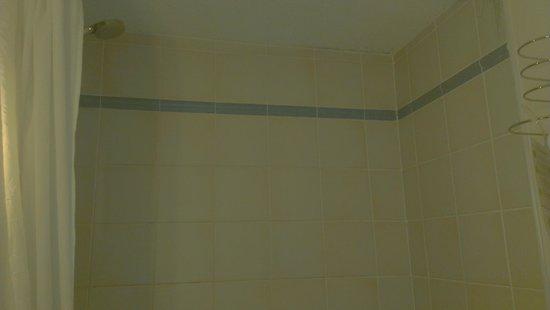 Campanile Chelles: schimmel in de badkamer