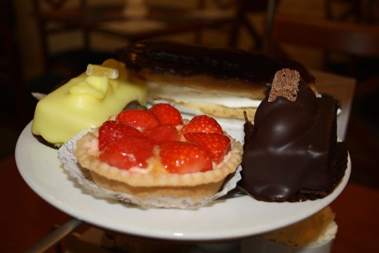 Bryson's Tea Room & Bakery: Delicious Cake Selections...