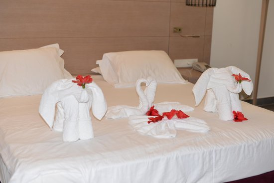 Club Med Palmiye : Housekeeping staff doing a superb job!