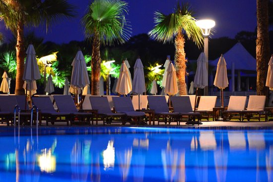 Club Med Palmiye : Pool at night