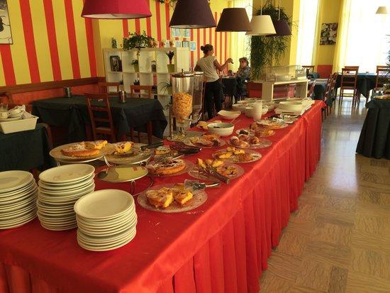 Hotel Bahama: Buffet della colazione e
