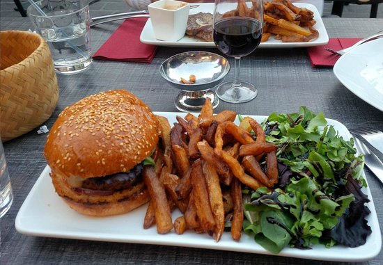 Le bistrot du palais : ...possibly the best burger you may eat!