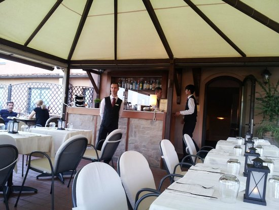 Hotel Athena: Roof terrace set up for dining