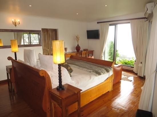 Boutique @ 10: The Ocean Suite re-arranged ... views of the beach and ocean from the king size sleigh bed!