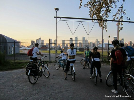 Toronto Bicycle Tours: am Flughafen