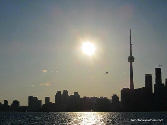 Toronto Bicycle Tours : auf der Fähre hin
