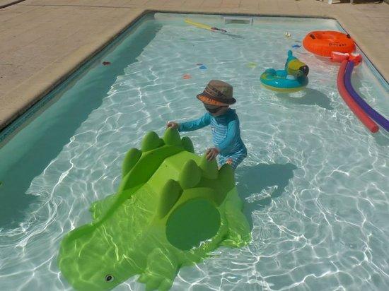 piscine pour enfants picture of domaine de gavaudun