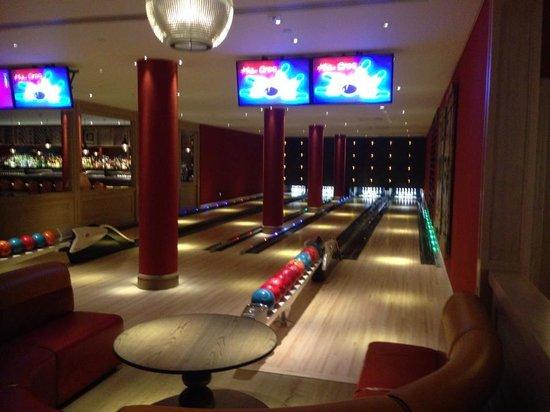 bowling alley picture of ham yard hotel london tripadvisor. Black Bedroom Furniture Sets. Home Design Ideas