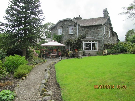 Elterwater Park Country Guest House: Back of the house taken from the garden