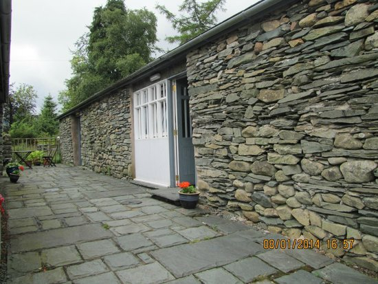 Elterwater Park Country Guest House: Outside room 6 the byre