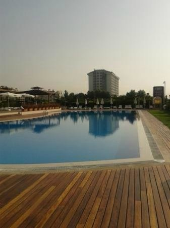 Crowne Plaza Hotel Antalya: the pool