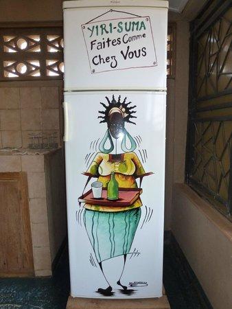 Villa Yiri Suma : Le réfrigérateur sur la terrasse