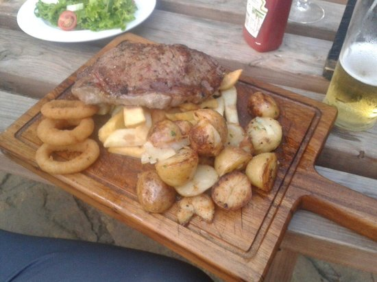 Linton, UK: Sexy sirloin steak cooked to perfection