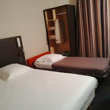 Hôtel Escale Oceania Nantes Aéroport : La petite chambre à trois