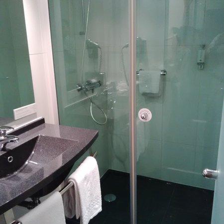 Hôtel Escale Oceania Nantes Aéroport : La salle de bain