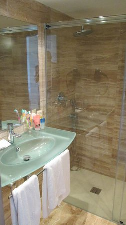 Grupotel Mar de Menorca : new bathrooms