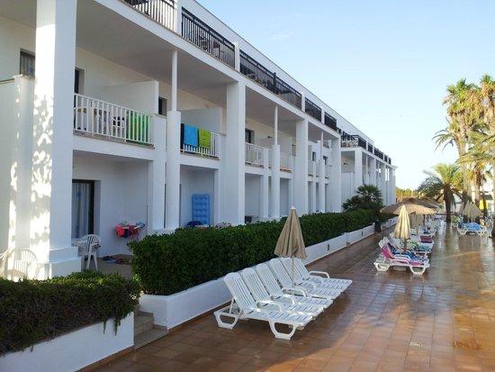 Grupotel Mar de Menorca : Aries apartment block