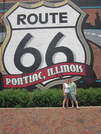 IL Route 66 Association Hall of Fame & Museum : Outside the museum