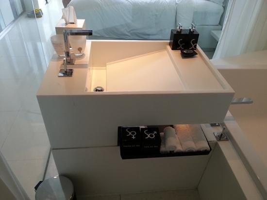 SO Sofitel Bangkok: Bathroom of Metal room