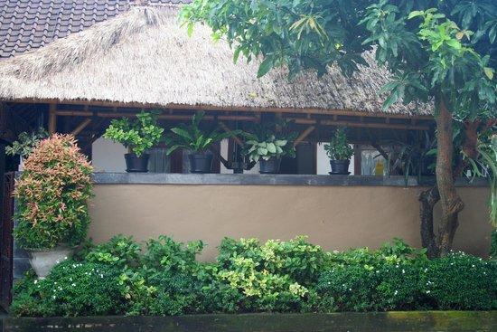 Sindu Guest House: Entrance