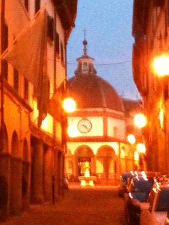 Ristorante L'Antica Cantina : Poppi- La via all'Oratorio della Madonna del Morbo